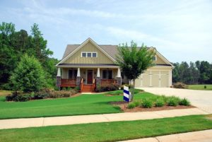 how to landscape your driveway - this is a house with a landscaped yard and driveway